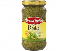 Pesto alla genovese met basilicum product foto