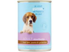 Stoofpotje met lam, pasta en groenten voor de hond product foto