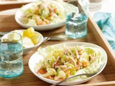 Aardappel-bloemkoolsalade met kip product foto