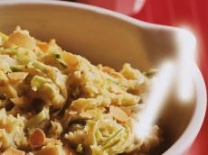 Aardappelknoflookpuree met pesto, prei en kaas product foto