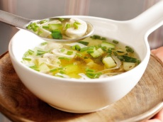Courgettesoep met kip en champignons product foto