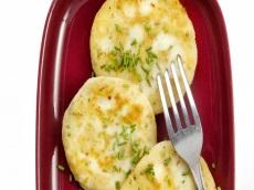 Aardappelkoekjes met feta product foto
