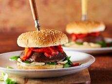 Portobelloburger met gegrilde paprika product foto